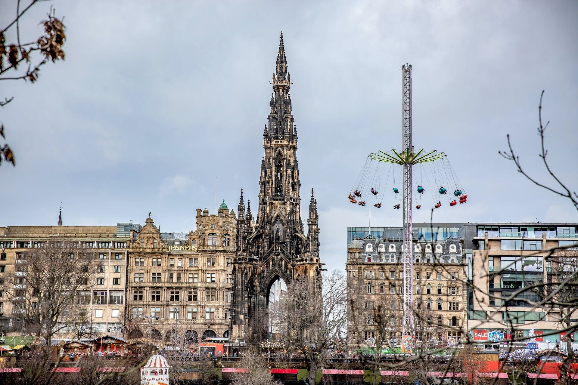 christmas-markets-and-rides-at-princes-street-gardens-in-edinburgh