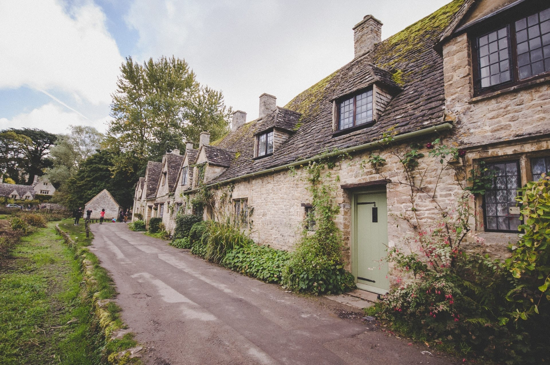 row-of-old-historic-cottages-bibury-row-in-cotswolds