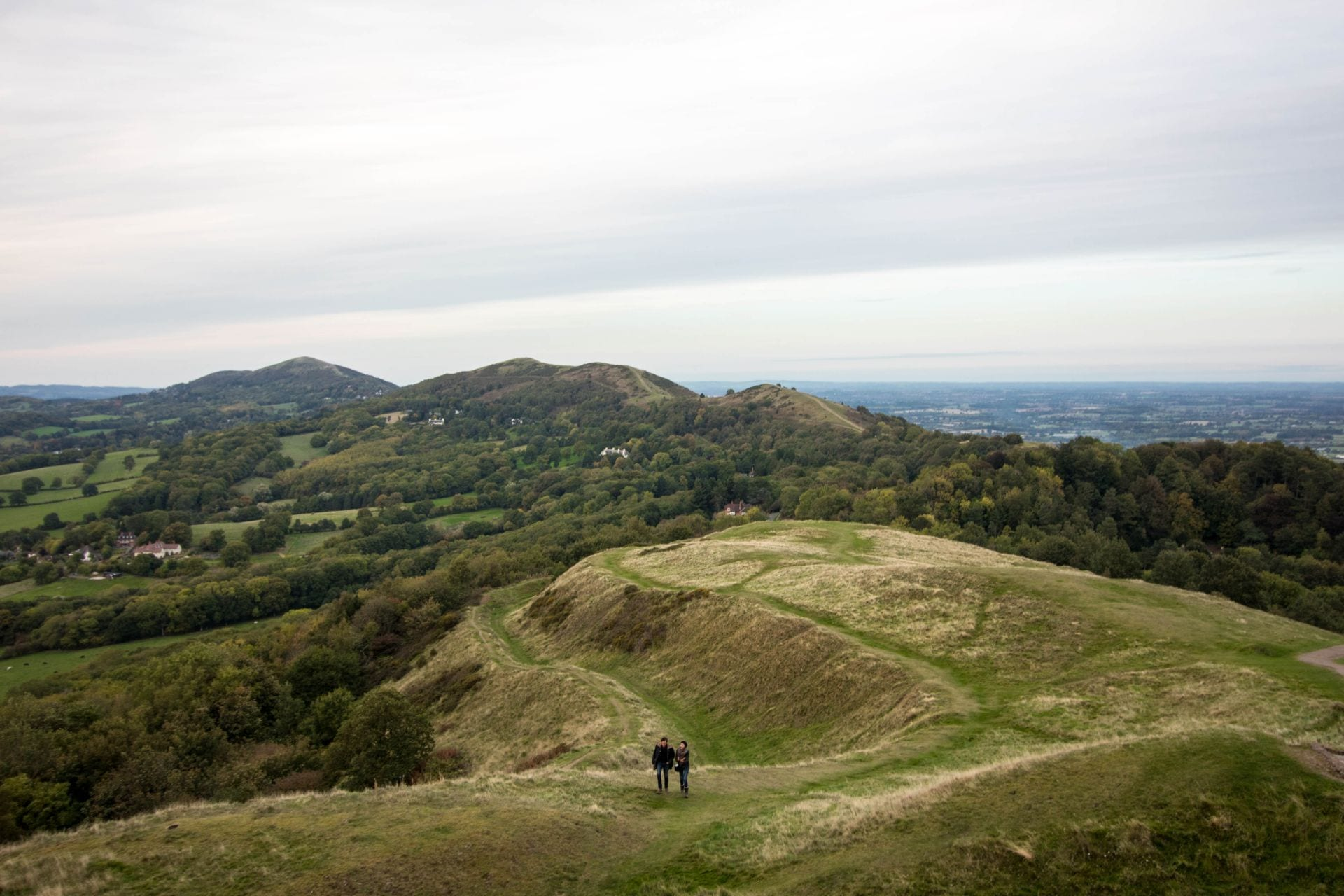 couple-walking-along-hills-in-winter-malvern-hills-worcestershire-herefordshire