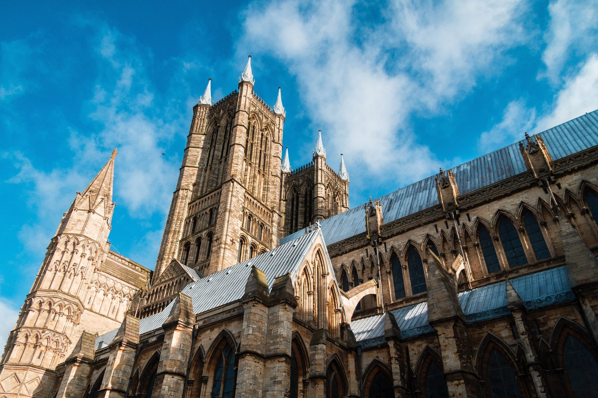 lincoln-cathedral-old-church-on-a-summers-day-blue-skies-day-trips-from-nottingham