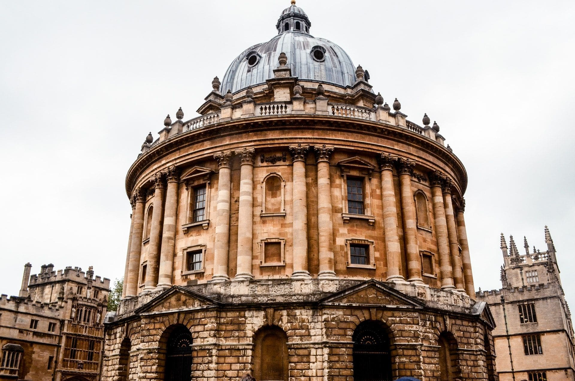 radcliffe-camera-old-historic-building-domed-library-and-tourist-attraction-oxford-university